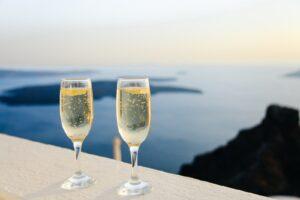 wine glasses shallow focus